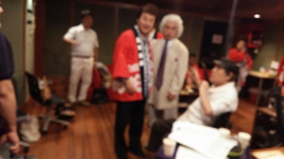 白いジャケットの先生は、作詞家東海林良先生です。 ピンボケですみません。